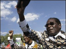 Robert Mugabe at a political rally on 24/06/2008