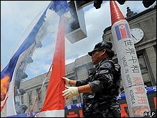 "Right-wing South Korean former special military commandos with a rocket saying ""made in North Korea"""