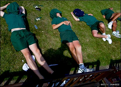 Wimbledon groundstaff take a break