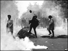 Street riot in Paris, 3 May 1967