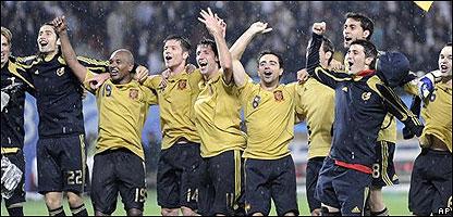 El seleccionado espa�ol celebra.