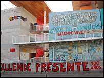 Mural conmemorativo de los 100 a�os del natalicio de Salvador Allende