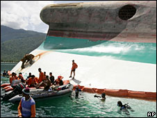 Philippine divers at the site of the sunken ferry MV Princess of the Stars on Wednesday