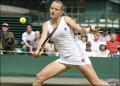 Szavay plays a volley