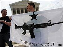 Simpatizantes celebran la legalización del porte de armas en Washington