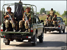 Pakistani soldiers west of Peshawar - 28/6/2008