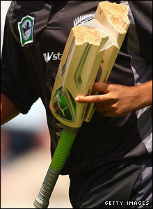 Brendon McCullum's broken bat