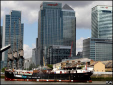 SS Robin passing through Canary Wharf