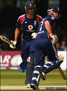 Alastir Cook and Ian Bell