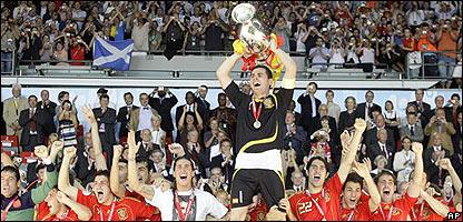 El equipo de España celebra su victoria sobre Alemania