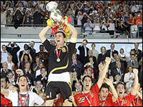 El equipo de Espa�a celebra su victoria sobre Alemania