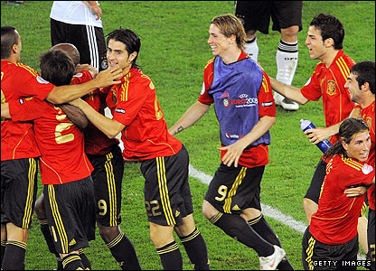 Spain's players and coaching staff celebrate