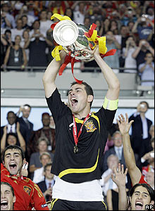 Casillas lifts the trophy after Spain's success