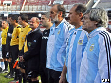 Former members of the Argentine national team before the match