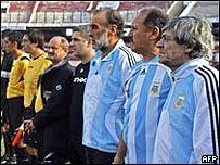 Con la camiseta argentina, de izq. a der.: Ricardo Villa, Leopoldo Luque y René Houseman