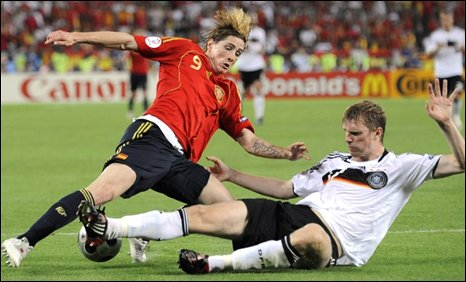 Fernando Torres and Per Mertesacker