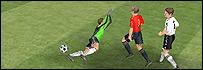 Fernando Torres la coloca por encima del portero
