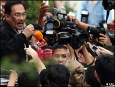 Malaysian opposition leader Anwar Ibrahim outside the Turkish embassy, 30/06