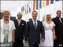 Президент Финляндии Тарья Халонен, Дмитрий Медведев и Тоомас Ильвес с супругой