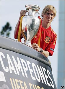 Fernando Torres holds the Henri Delaunay trophy