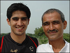 Vijender with his father [Photo: Soutik Biswas]