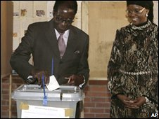Robert Mugabe votes