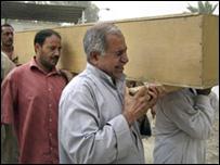 تشييع جنازة أحد الضحايا في بعقوبة