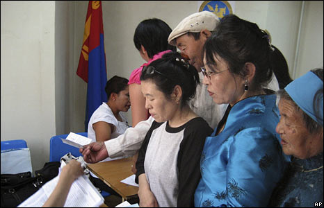 Mongolians vote at a polling station in Ulan Bator on 29 June 2008