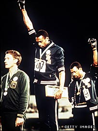 (l-r) Australian silver medallist Peter Norman, American winner Tommie Smith and third-placed John Carlos