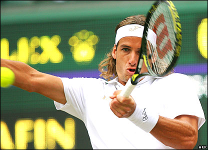 Feliciano Lopez hits a forehand against Marat Safin