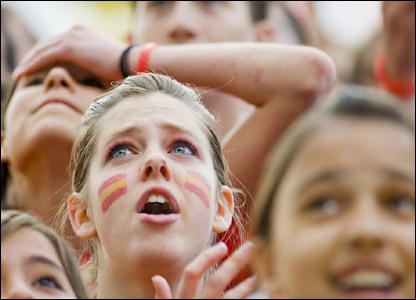 """Ooooh!"" - Spain 2-1 Sweden"