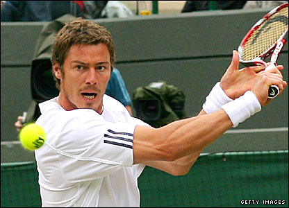 Marat Safin hits a backhand against Feliciano Lopez