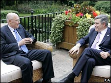 Henry Paulson (left) meeting Gordon Brown