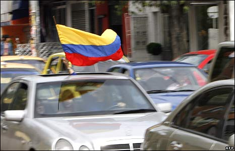 A motorist in Bogota waves a Colombian flag on 2 July 2008