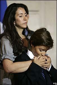 Astrid Betancourt y su hijo