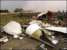 Rescue workers inspect debris of the plane after an Air France Concorde (2000)