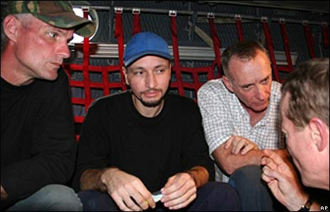 US hostages Keith Stansell (L), Marc Gonsalves (C), and Thomas Howes