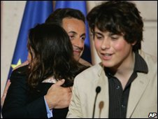 President Nicolas Sarkozy with Ms Betancourt's children, 03/07