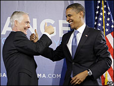 Barack Obama (R) campaigns with North Carolina Governor Mike Easley (File picture)