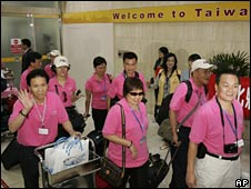 Chinese tourists arrive in Taipei on 4 July 2008