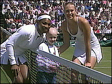Emily Bailes with Serena Williams and Maria Sharapova at the 2004 Wimbledon women's finals