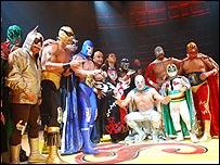 Enmascarados mexicanos protagonistas de espectáculos de lucha libre