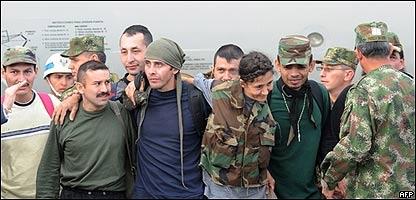 Varios de los rehenes liberados en un operativo del ej�rcito de Colombia, AFP