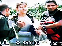 Segmento del vídeo de la operación militar en el que se observa a Ingrid Betancourt.