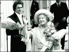 The Queen Mother with William Tallon (behind left)