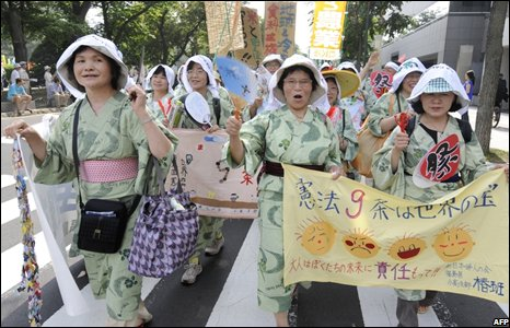 Anti-G8 protestors dressed in kimonos stage a demonstration march in Sapporo, Japan (05/07/2008)