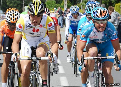 Thomas Voeckler (right) and Spanish duo Ruben Perez and David de la Fuente