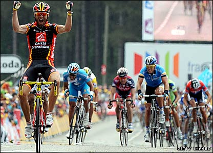 Alejandro Valverde celebrates winning the opening stage of the 2008 Tour de France