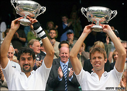 Daniel Nestor (right) and Nenad Zimonjic