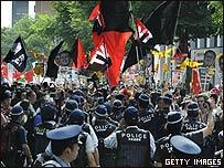 Policía antimotines en la ciudad de Sappro, Japón.